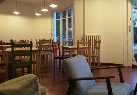 Rodamon Barcelona Hostel : Contemporary living room