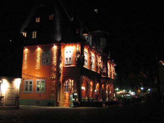 Novum Hotel Kaiserworth Goslar: 夜のホテル外観