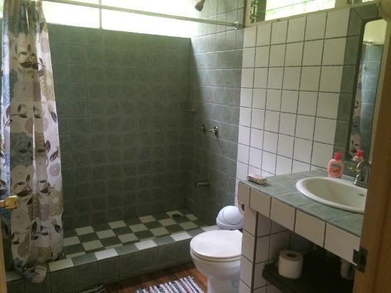 schones badezimmer, sehr schönes badezimmer - picture of finca soley, turrialba, Design ideen