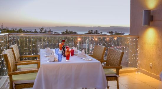 DoubleTree by Hilton Hotel Aqaba: Infinity Grill Terrace Restaurant