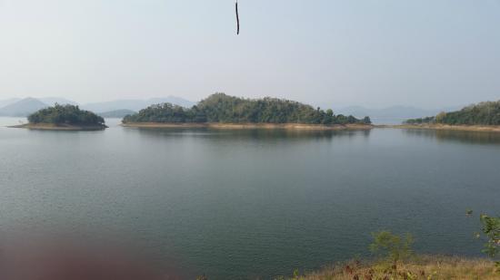 Kaeng Krachan Dam: View from Kaeng Prachan Dam