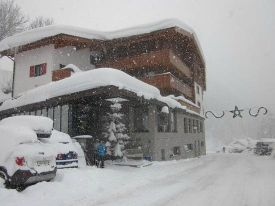 Alpenhotel Mittagspitze at the End of a Snowy Day