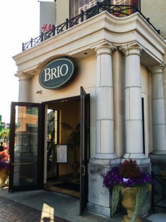 BRIO Tuscan Grille: Entrance to Brio's Crocker Park