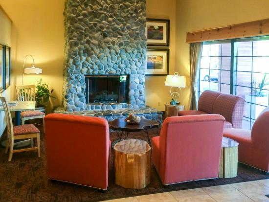 Holiday Inn Express Grants Pass: Lobby