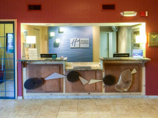 Holiday Inn Express Grants Pass: Front Desk