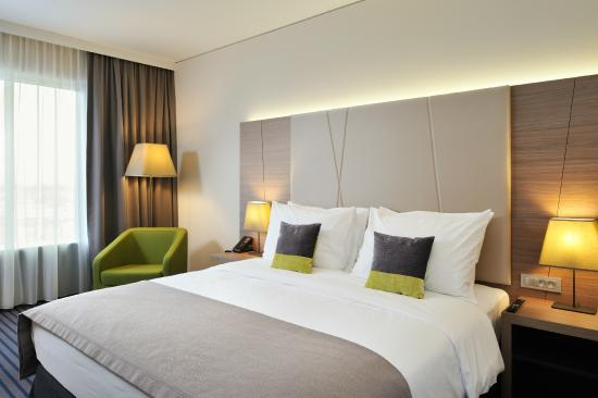 Radisson Blu Plaza Hotel Ljubljana: Superior room - King size bed