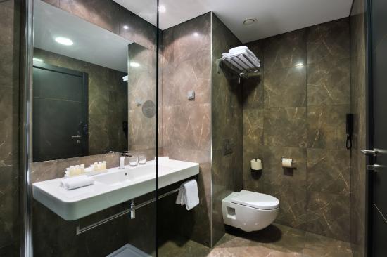 Radisson Blu Plaza Hotel Ljubljana: Superior room - bathroom