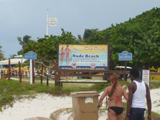 Orient Bay, St. Maarten: Sign separating nude beach