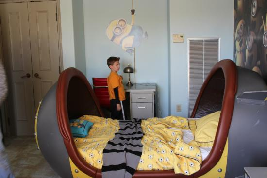 Loews Portofino Bay Hotel At Universal Orlando: Minion Bed