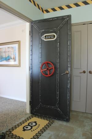 Door to kids Minion room
