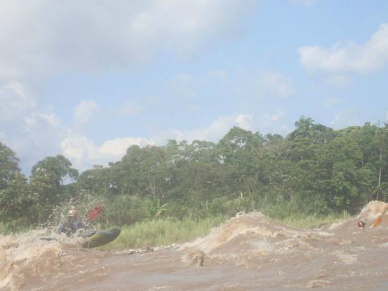 Boofing waves on the Jatunyacu River