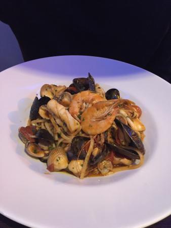 Bellagio Restaurant: Tasty seafood linguini