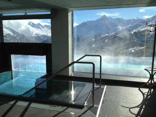 Hotel Schoene Aussicht : Entrance to Pool