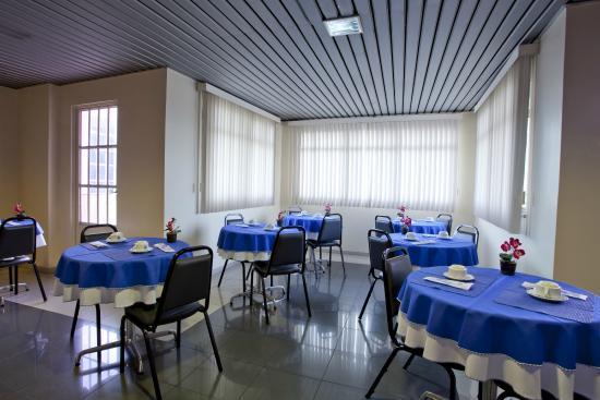Krystal Hotel Manaus: Salão de café
