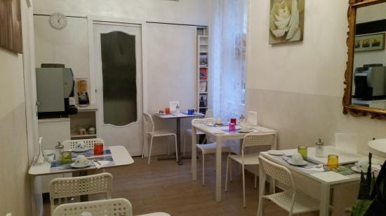 Agli Horti Sallustiani - bed & breakfast: Saloncito de desayuno