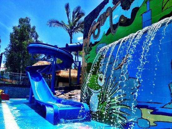 BIG4 Port Douglas Glengarry Holiday Park: waterfall
