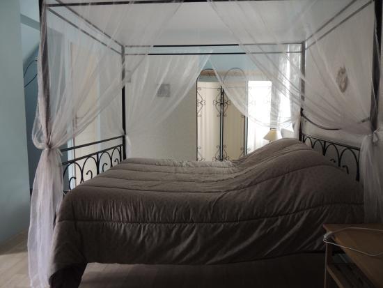 ... antan: chambre N°2 avec salle de douche à litalienne et WC privatif