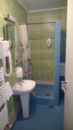 Hotel Hayat : bathroom