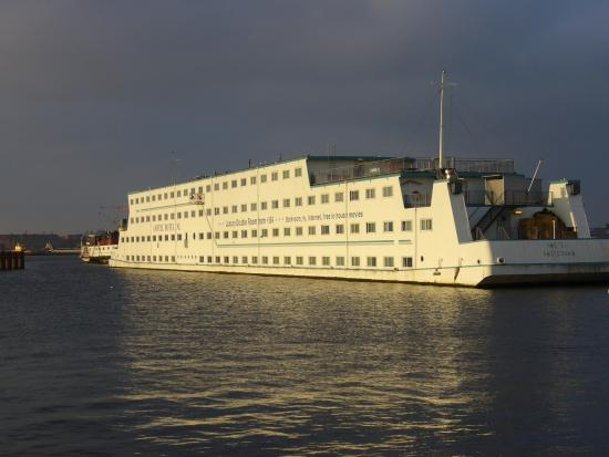 Amstel Botel: Boat from ferry terminal