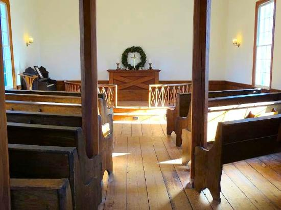 Mordecai Historic Park : inside chapel