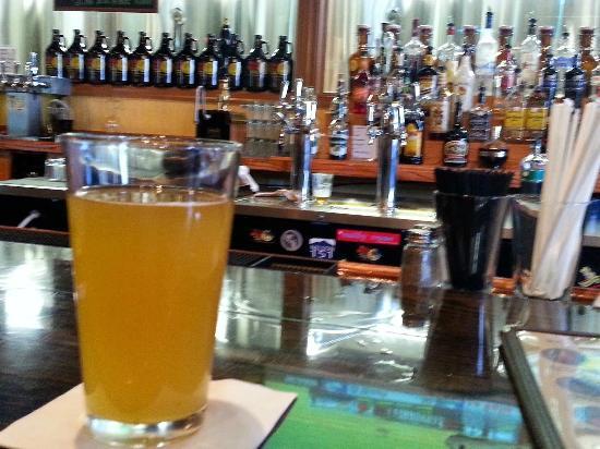 Wild Wolf Brewing Company: Blonde Hunny