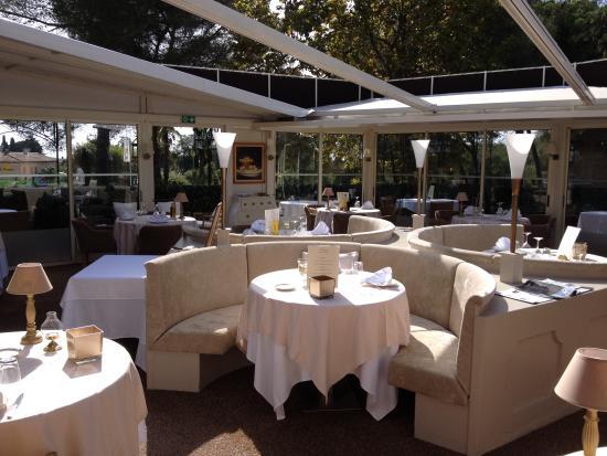 """Restaurant l'Epicurien: salle ouverte pour le vendri, samedi, dimanche midi"""""""