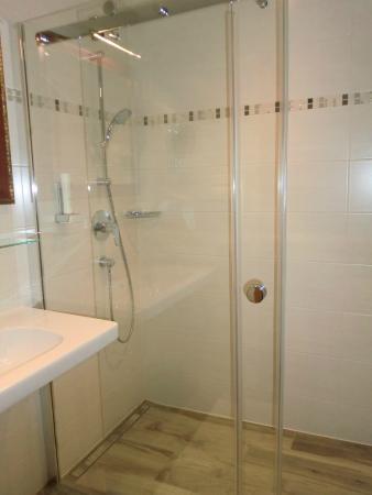 Hotel Wieseneck : Bad mit schöner Dusche, Bodenheizung,Handtuchtrockner