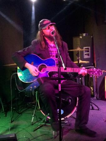 The Banshee Labyrinth Pub & Restaurant: Great entertainment on open mic night by this feller