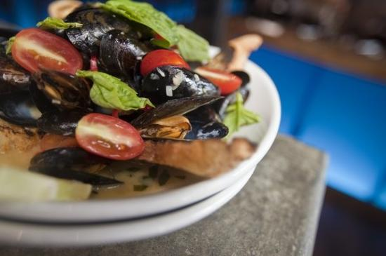 Blue Sushi Sake Grill: Sapporo Steamed Mussels