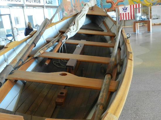 San Francisco Maritime Museum/Aquatic Park Bathhouse Building: Uma baleeira restaurada