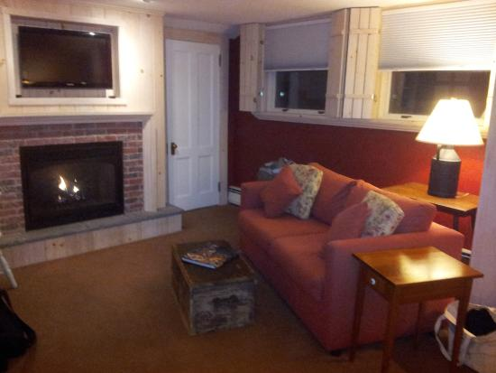 Deerhill Inn: White Pine Suite