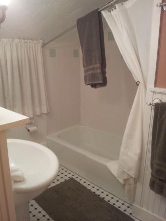 Deerhill Inn : White Pine Suite - nice bathroom