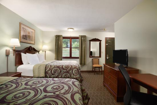 Days Inn Great Barrington : Two queen bed room