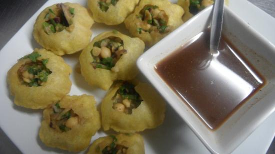 TUNTUN's Cafe: Panipuri or Fuchka- a traditional Bangladeshi finger food!