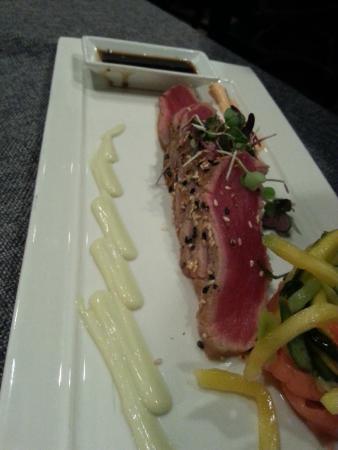 Estreia Restaurant: Seared Tuna Entree