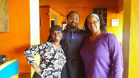 Reggae Shack Cafe: Took a snapshot with the chef of Raggae Shack Cafe