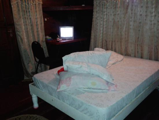 Jah B's Doll House Cottages : one of the bed