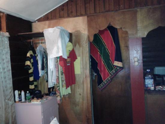 Jah B's Doll House Cottages : bathroom