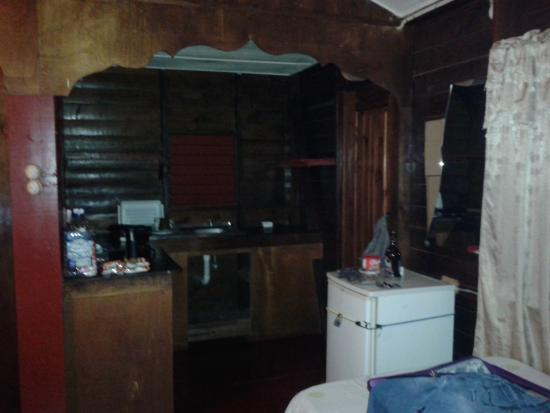 Jah B's Doll House Cottages : kitchen