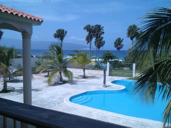 Hotel La Saladilla Beach Club : Vista de la piscina, mirando a la playa