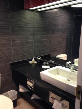 Chateau Joliette: Bathroom