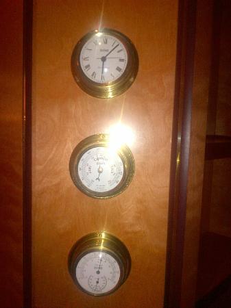Senator Hotel Hamburg: Weather station in the room!