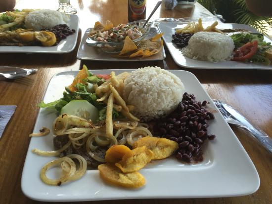 Mi Rancho Bar Restaurante Y Chicharronera: casados & ceviche