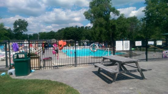 Woodland Estate Resort: Pool Area