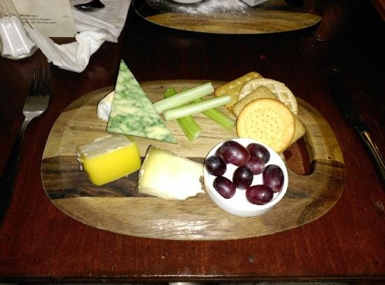 La Maison: Cheese board