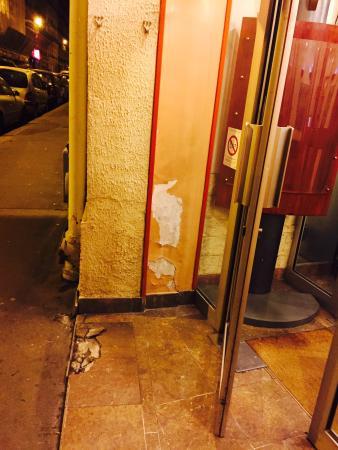 Hotel Paris Legendre : Entrance