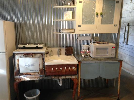 Four Mile Creek Bed and Breakfast: kitchen