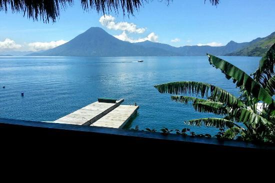 Laguna Lodge Eco-Resort & Nature Reserve: Vista desde el balcón de la habitación en el segundo nivel.