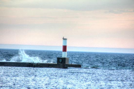 The Frankfort Light: On the left of the harbor a beacon