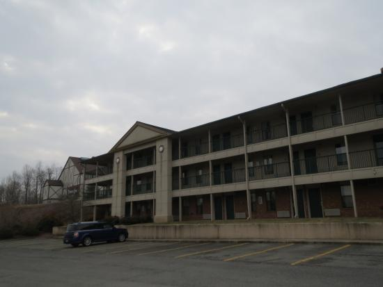 Days Inn Wytheville: View of one of the hotel buildings